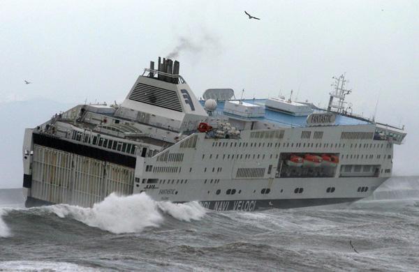 traghetto maltempo